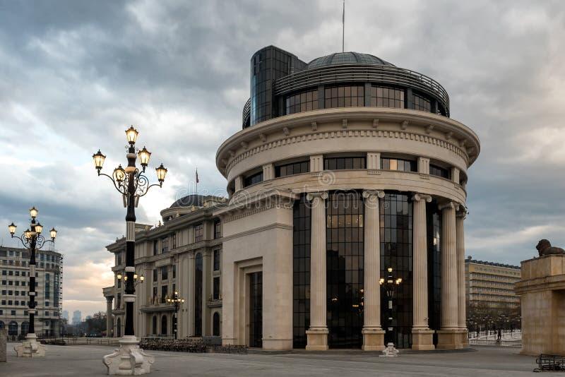 SKOPJE, MACEDONIA - 9 dicembre 2017 - l'ufficio pubblico di processo ed il ministero per gli affari esteri immagine stock libera da diritti