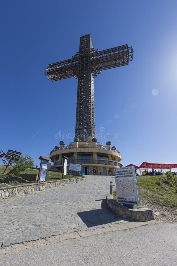 SKOPJE, MACEDONIA, KWIECIEŃ 16, 2016: Milenium krzyż na wierzchołku obraz stock