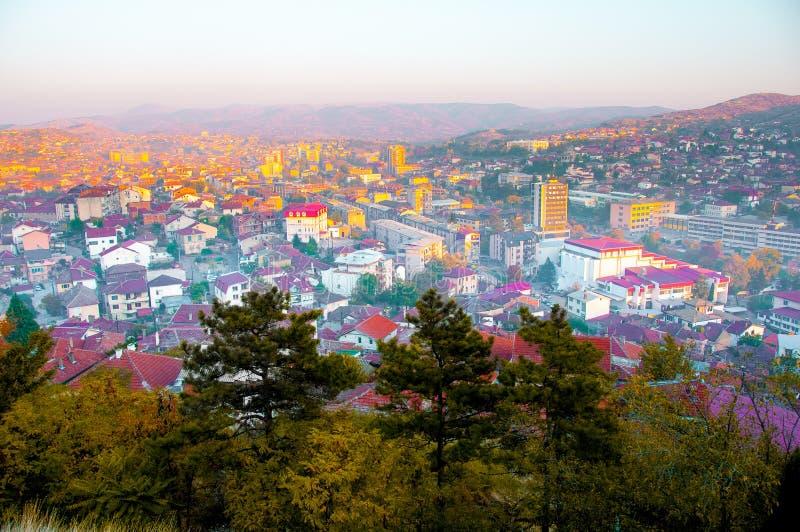 Skopje Macedonia, Listopad, - 2011 Europejski miastowy krajobraz w ostatnich promieniach słońce obraz royalty free
