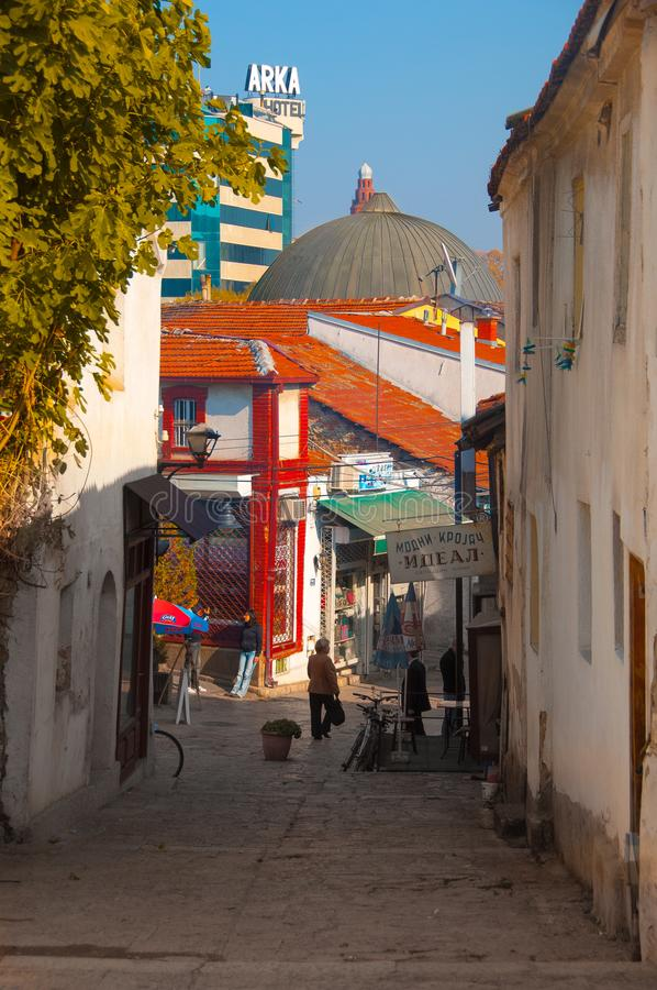 Skopje Macedonia, Listopad, - 2011 Wygodna ulica w Skopje obrazy royalty free