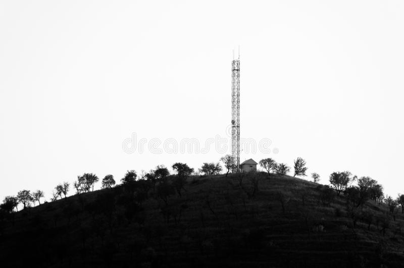Skopje, Macedonia - novembre 2011 Camera sulla montagna e sulla torre immagini stock libere da diritti