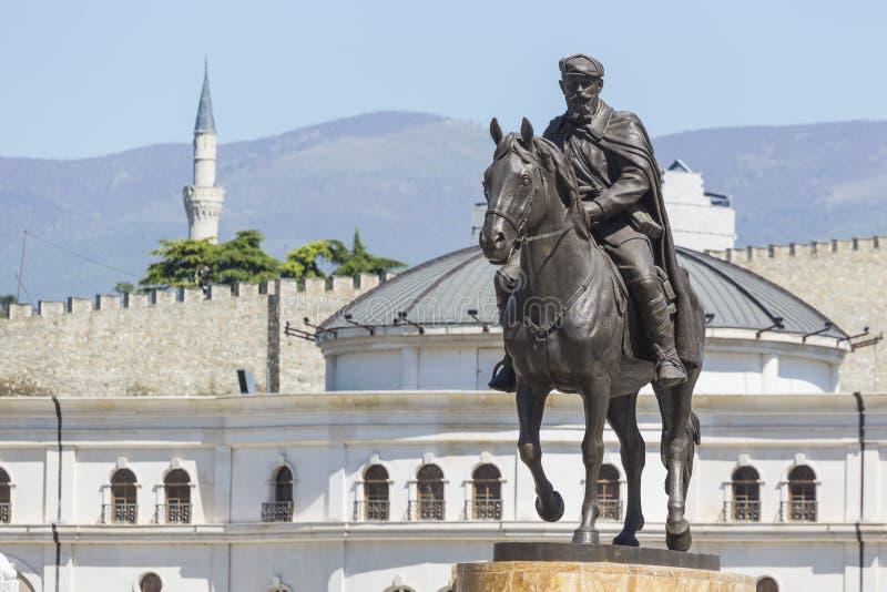 SKOPJE MAKEDONIEN - APRIL 14, 2016: Fyrkantiga Makedonien, capitaen arkivbild