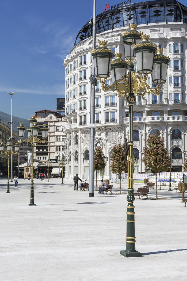 SKOPJE MAKEDONIEN - APRIL 14, 2016: Fyrkantiga Makedonien, capitaen arkivbilder