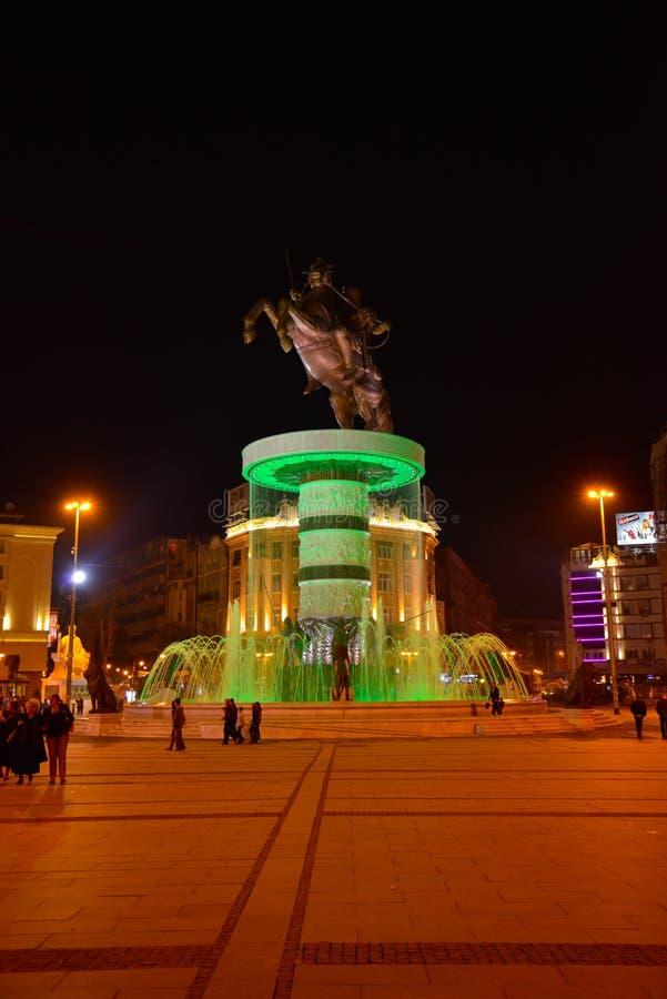 Skopje na noite, Alexander o grande fotos de stock royalty free