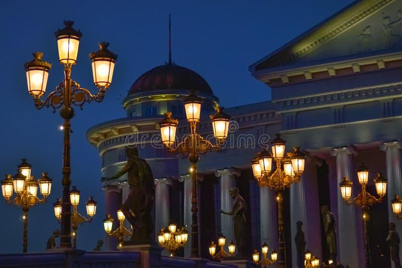 Skopje nachts stockbild