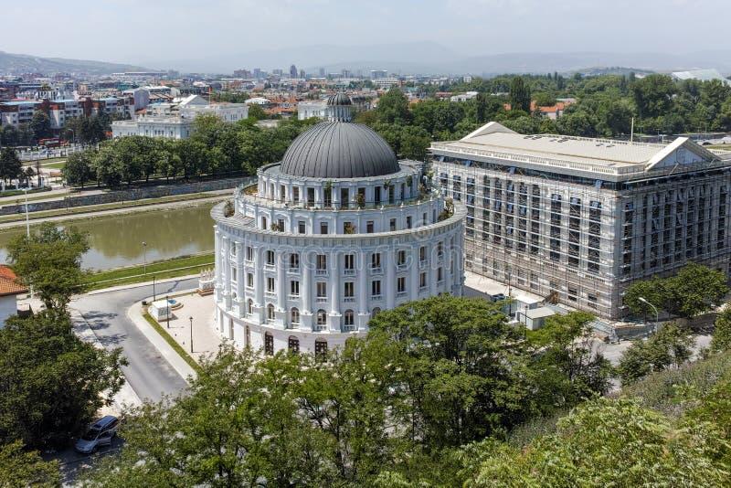 SKOPJE, REPUBLIEK VAN MACEDONIË - 13 MEI 2017: Panorama aan stad van Skopje van de vesting van de vestingsboerenkool in de Oude S royalty-vrije stock fotografie