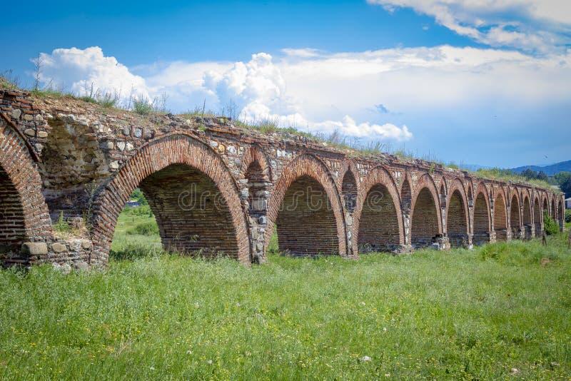 Skopjeaquaduct, Noord-Macedonië stock foto's