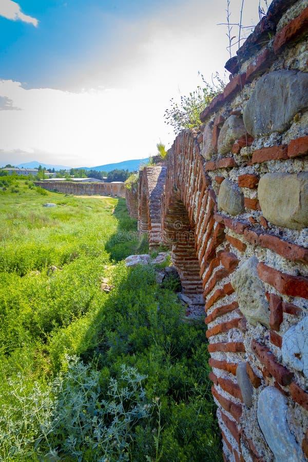 Skopjeaquaduct, Noord-Macedonië stock fotografie