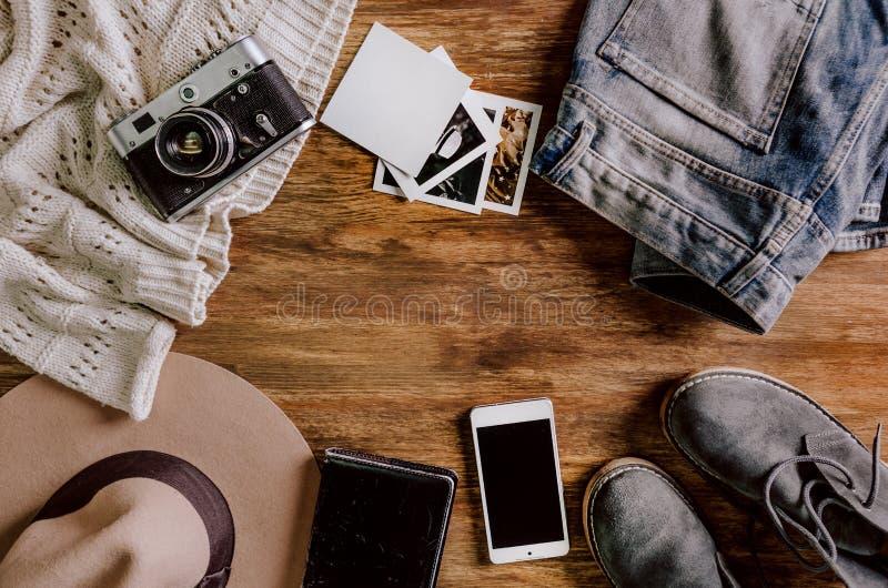 Skor för anteckningsbok för telefon för jeans för hattkameratröja royaltyfri bild