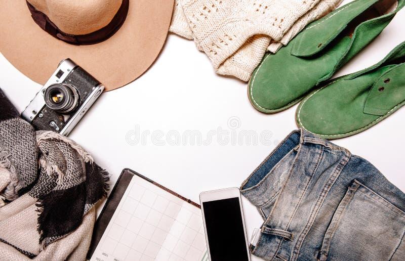 Skor för anteckningsbok för telefon för jeans för hattkameratröja royaltyfri fotografi