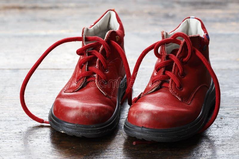 Skor för läder för barn` s arkivbilder