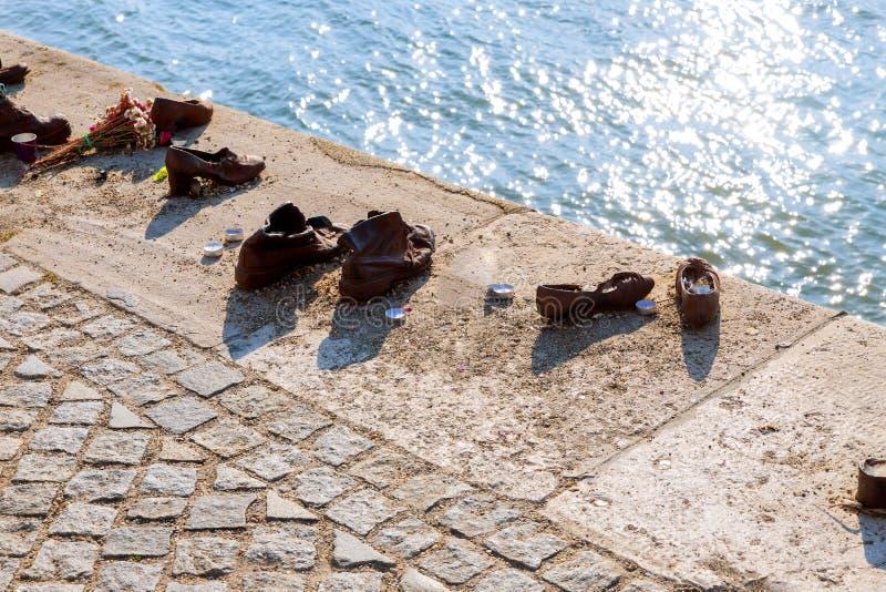 Skor på Donauen, en monument till judar i den judiska minnes- Budapest för andra världskrig ungraren arkivfoton