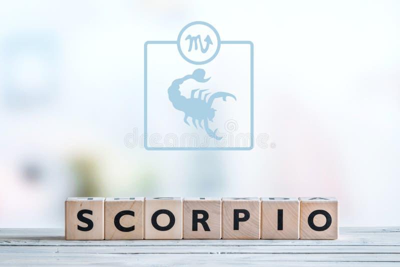 Skorpionstjärnatecken på en tabell royaltyfri fotografi