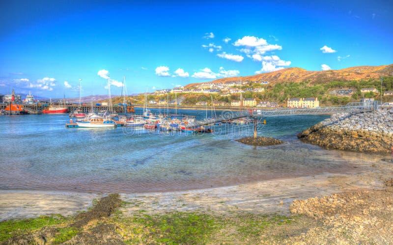 Skotsk Skotska högländerna Lochaber Skottland UK för Mallaig port på västkusten nära ön av Skye i färgglade HDR royaltyfri foto