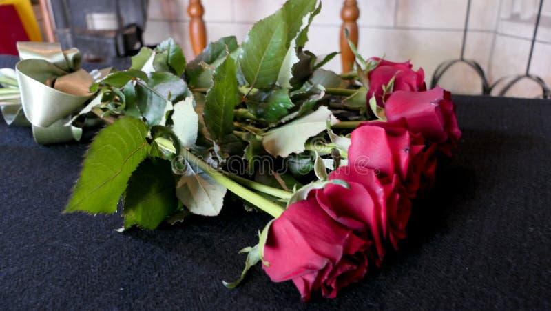 Skott av blomman & stearinljuset som används för en begravning fotografering för bildbyråer