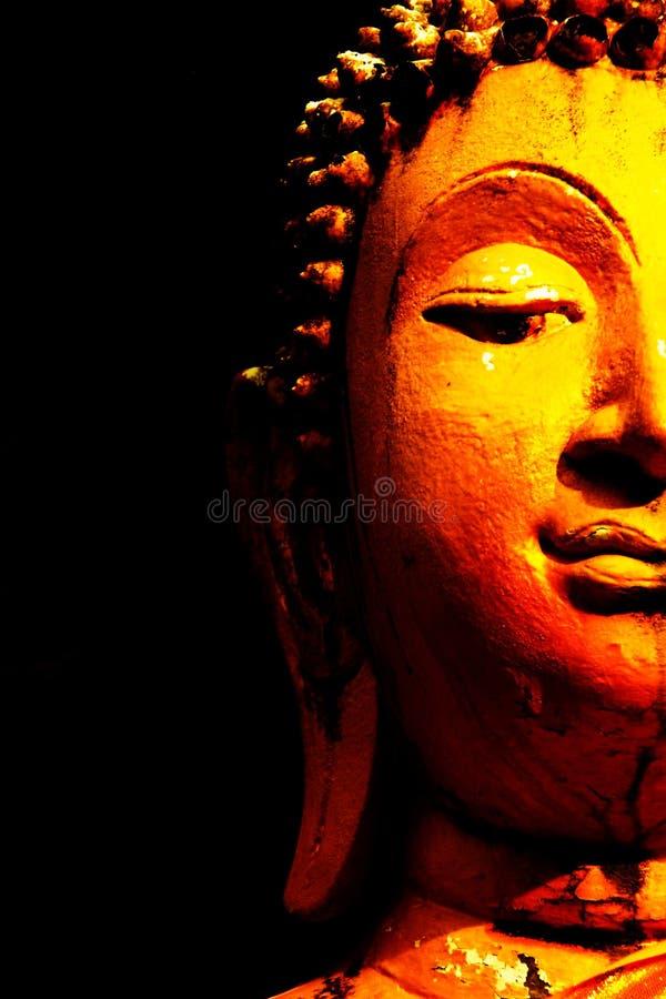 Skott för framsidastatybuddha guld- halvt medel royaltyfria bilder