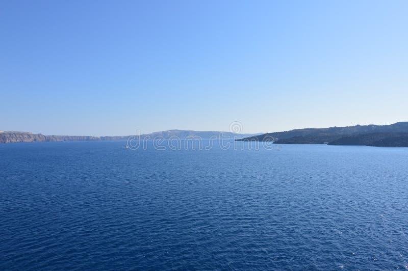 Skott från fjärden av det Santorini öfotoet från sjögångar Landskap kryssningar, lopp arkivbild