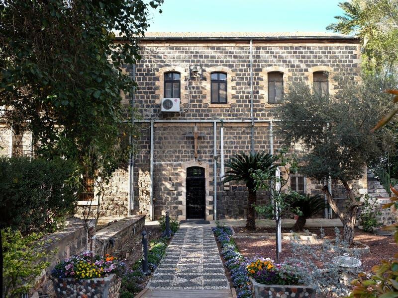 Skottekyrka av St Andrew i Tiberias royaltyfria foton