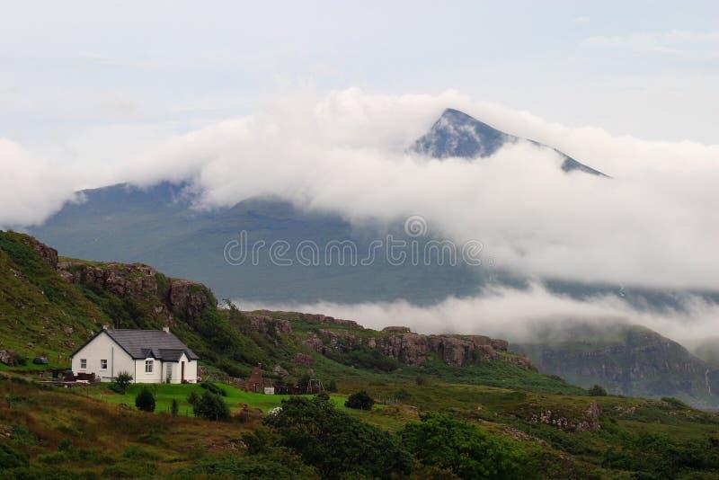 Skottland ö av Mull med den annalkande stormen arkivbilder
