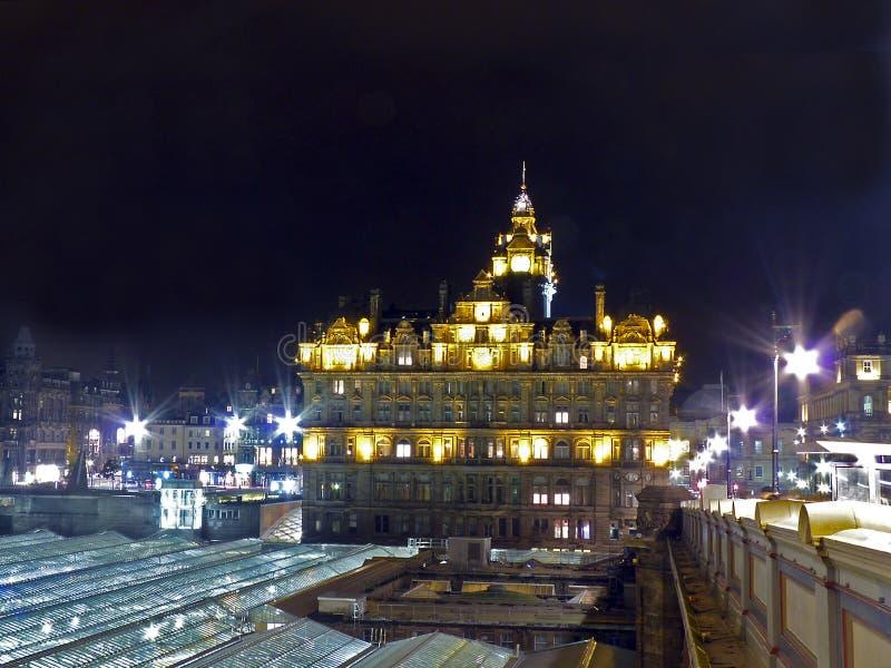 Skottland Edinburg, nattsikt av staden royaltyfri foto