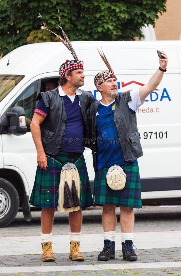 Skottland fotbollslagfans i nationell dräkt arkivfoto