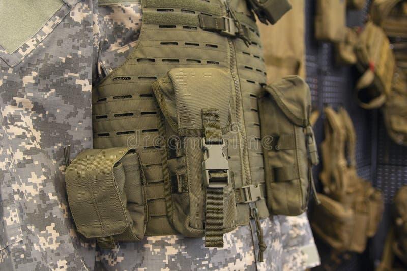 Skottsäker väst räkningar för kroppharnesk, kamouflage royaltyfri foto