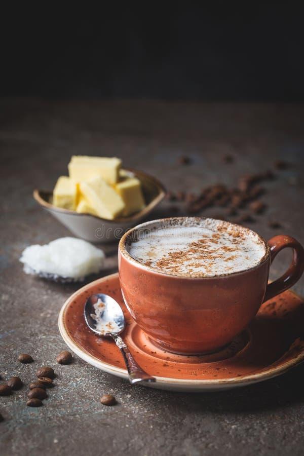 Skottsäkert kaffe, keto-frukost royaltyfri foto