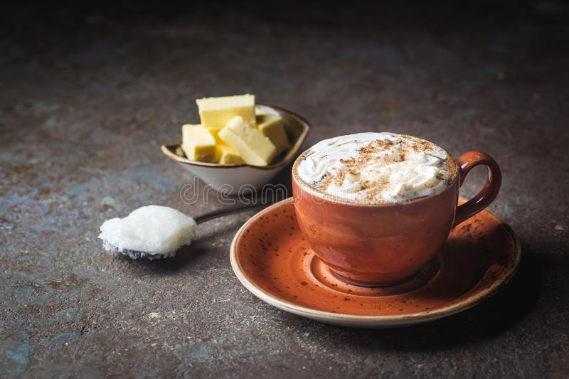 Skottsäkert kaffe, keto-frukost royaltyfri fotografi