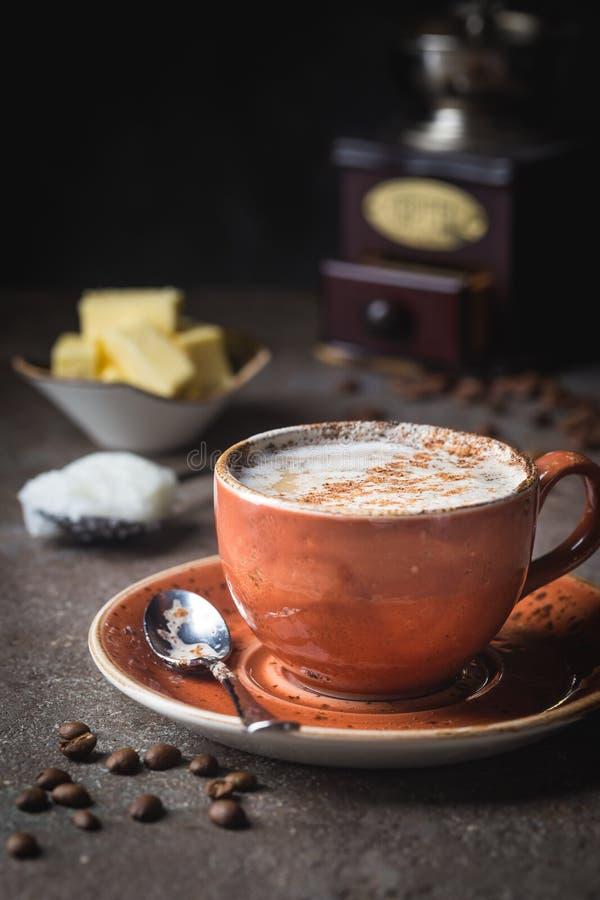 Skottsäkert kaffe, keto-frukost arkivbilder