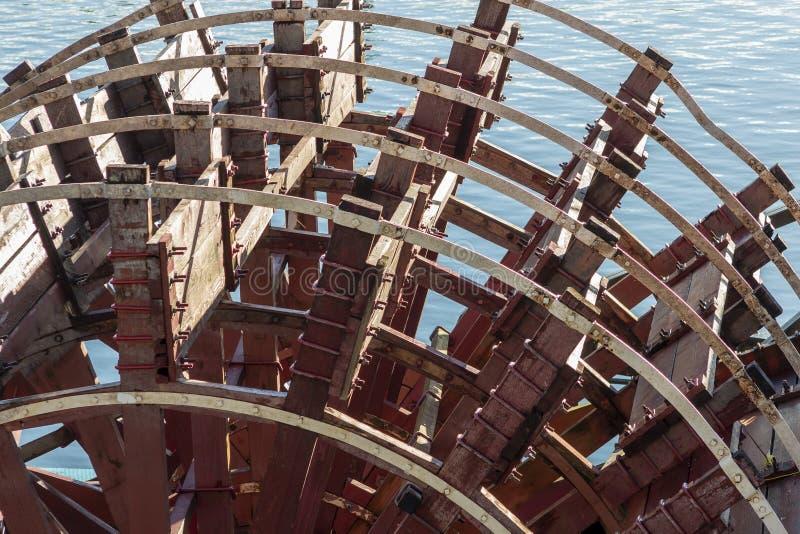 Skovelhjul av ett flodfartyg royaltyfria foton