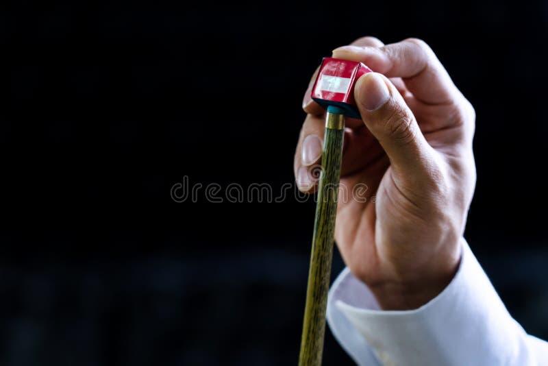 Skräddarsy och att tillfoga till snaran av huvudet av snooker som chalking pinnen eller stickrepliken royaltyfri foto