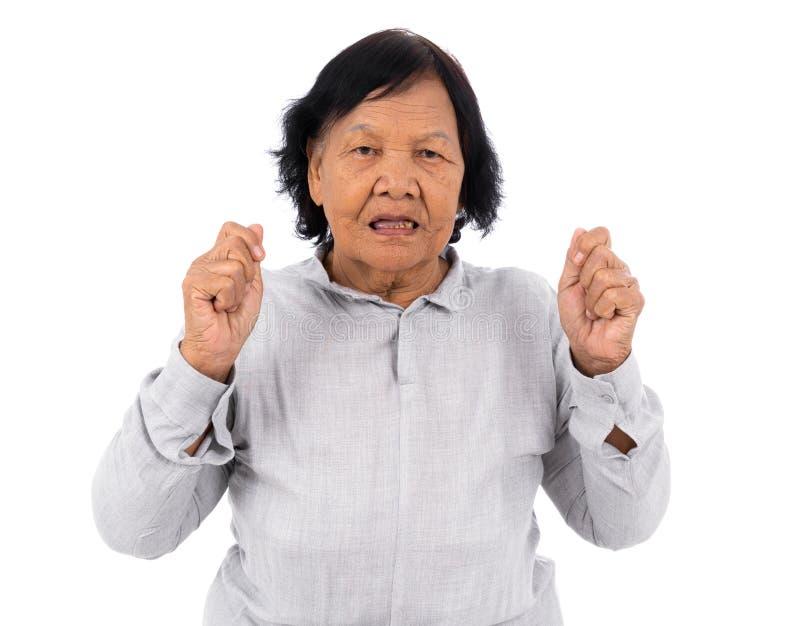 Skrämd hög kvinna och chockat som isoleras på vit bakgrund fotografering för bildbyråer