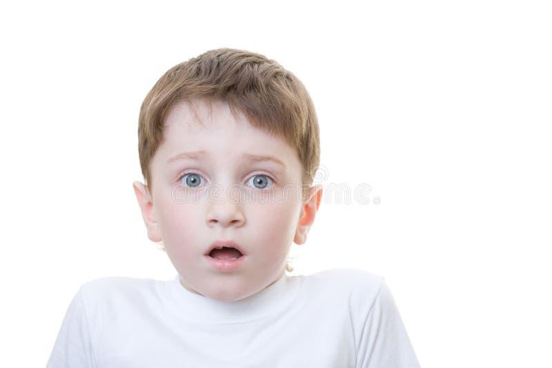 skrämmd pojke arkivbild