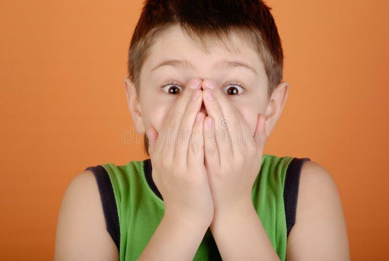 skrämmd pojke royaltyfri fotografi