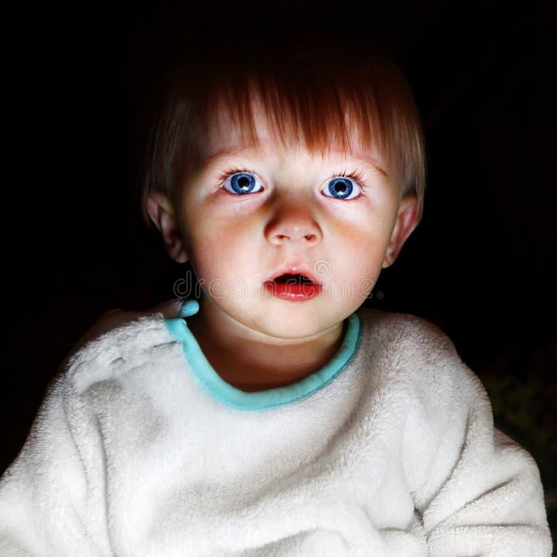 skrämmt barn arkivfoton