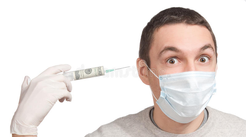 skrämt huvud hans manpengar som pekar injektionssprutan royaltyfri foto
