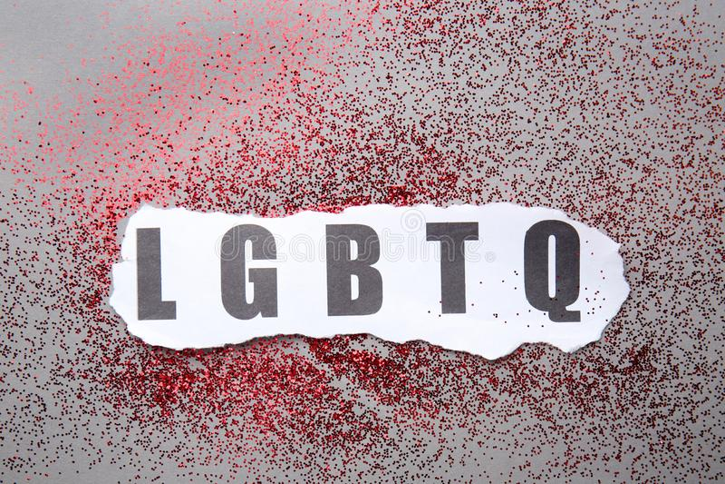 Skrót LGBTQ z błyskotliwość na popielatym tle obrazy stock