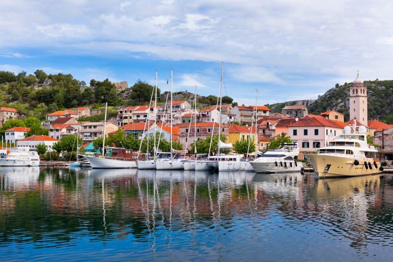 Download Skradin Es Una Pequeña Ciudad Histórica En Croacia Foto de archivo - Imagen de edificios, adriático: 41901832
