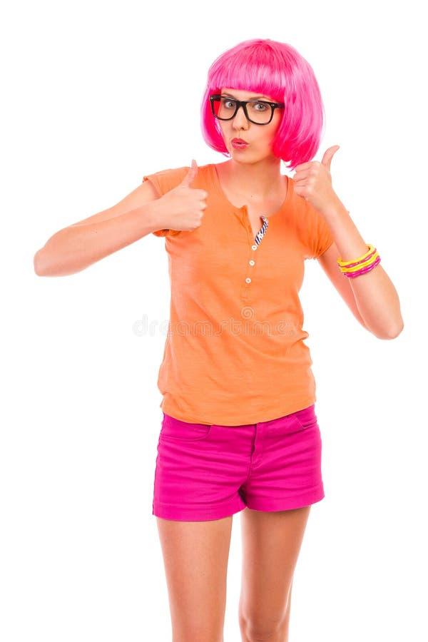 Skraj flicka i svarta exponeringsglas som visar upp tummar. royaltyfri bild
