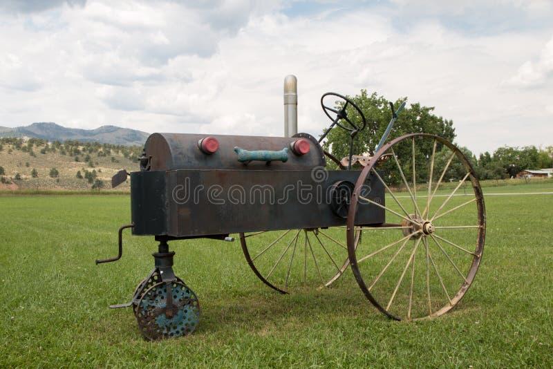 Skraj gammal traktor i Masonville, Co royaltyfri fotografi