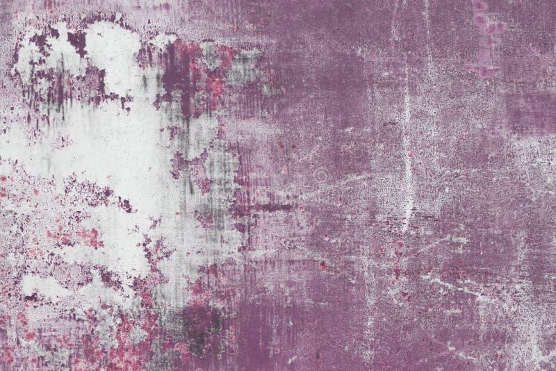 Skrapad purpurfärgad metallyttersida royaltyfria bilder
