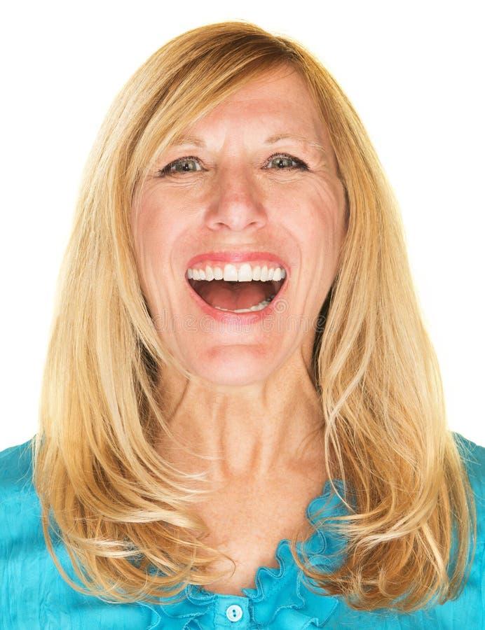 Skratta den kvinnliga vuxna människan royaltyfria foton