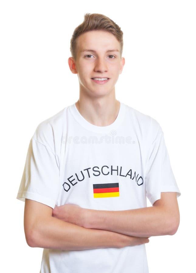 Skratta den tyska sportfanen med korsade armar royaltyfria foton