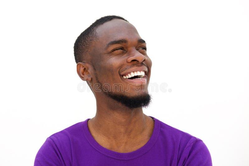 Skratta den unga afrikansk amerikanmannen med skägget arkivfoton