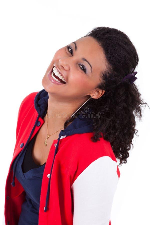 Skratta för flicka för ung afrikansk amerikan tonårs- arkivfoto