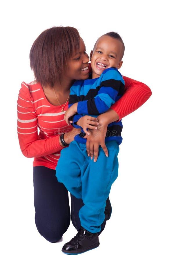 Skratta för moder och för son arkivbild