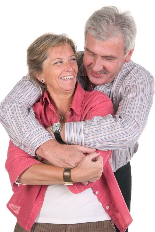 skratta för par som är moget arkivfoton