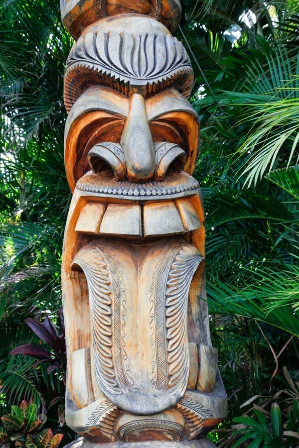 Skratta hawaianska Tiki arkivbilder