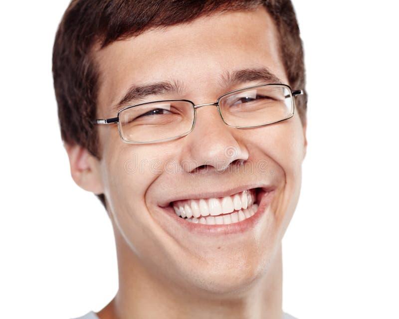 Skratta headshoten för ung man royaltyfri fotografi