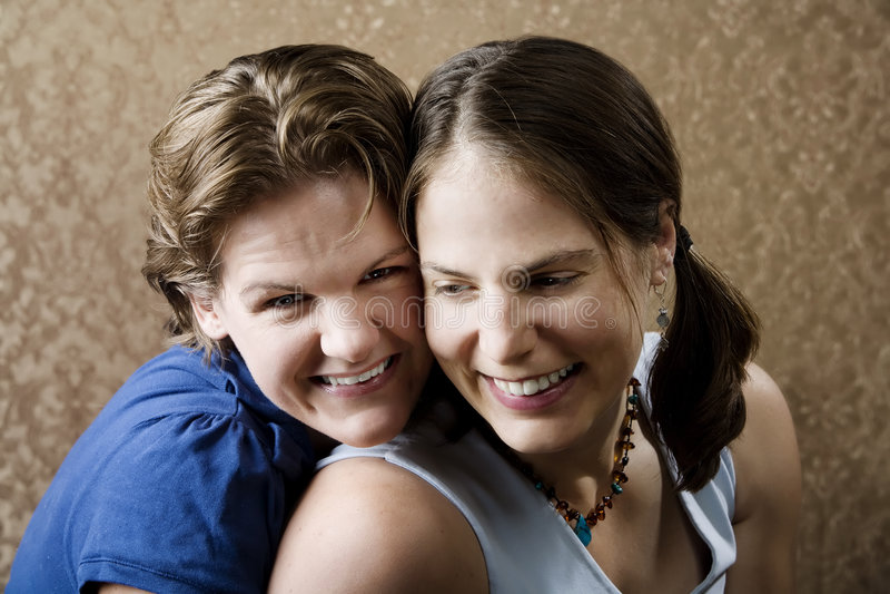 skratta kvinnor arkivfoto